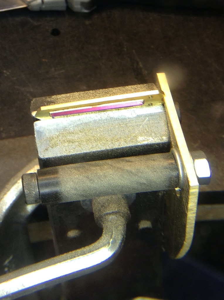 Reed shoe bevel vise with roller